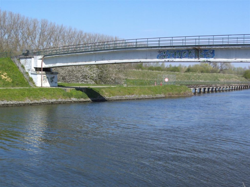 Canal Bruxelles-Charleroi  partie Flamande Halle(Lembeek) - Sint-Pieters-Leeuw - EV5 - Eurovelo 5 - F20 - Page 2 4b_hal10