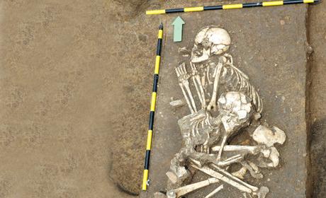 Nadjeni skeleti majke i deteta stari najmanje 8000 godina Kosti-10