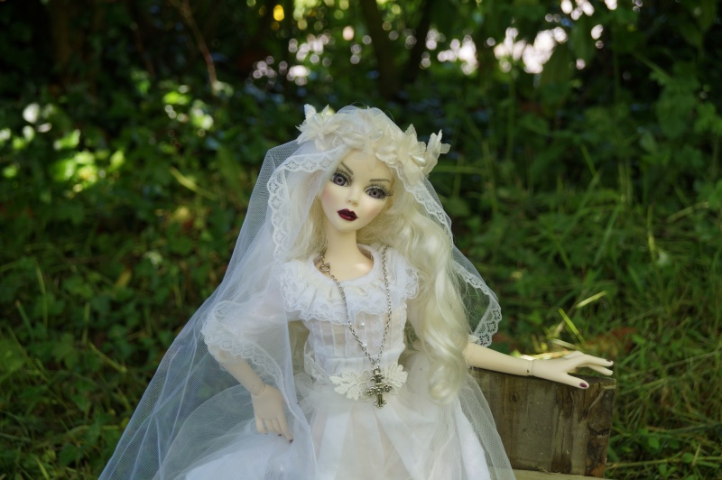 Evangeline en marièe du cimetière  par Mellody Dsc01511