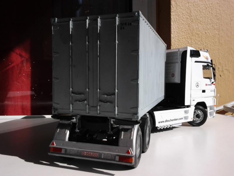 "Italeri Mercedes Benz Actros mit 2x20"" Container Foto0515"