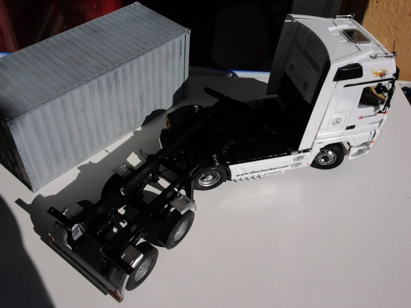 "Italeri Mercedes Benz Actros mit 2x20"" Container Foto0516"
