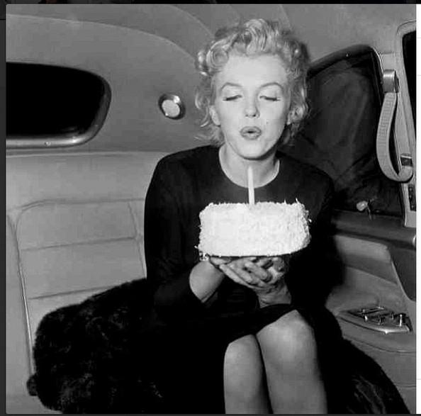 Marilyn Monroe - Page 9 Celebr10
