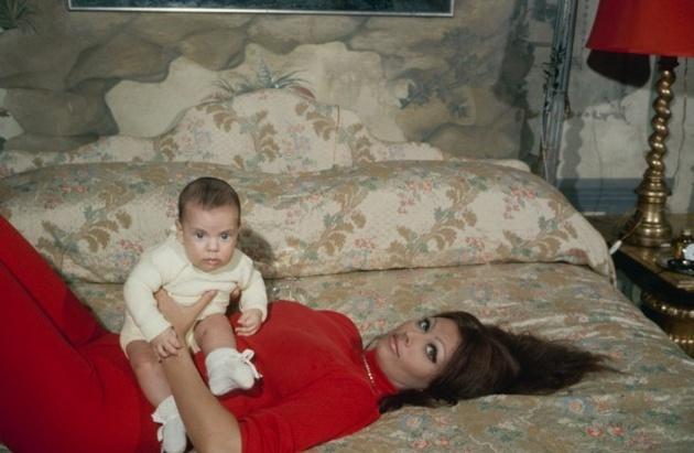 Sophia Loren is 75! - Page 4 Screen11