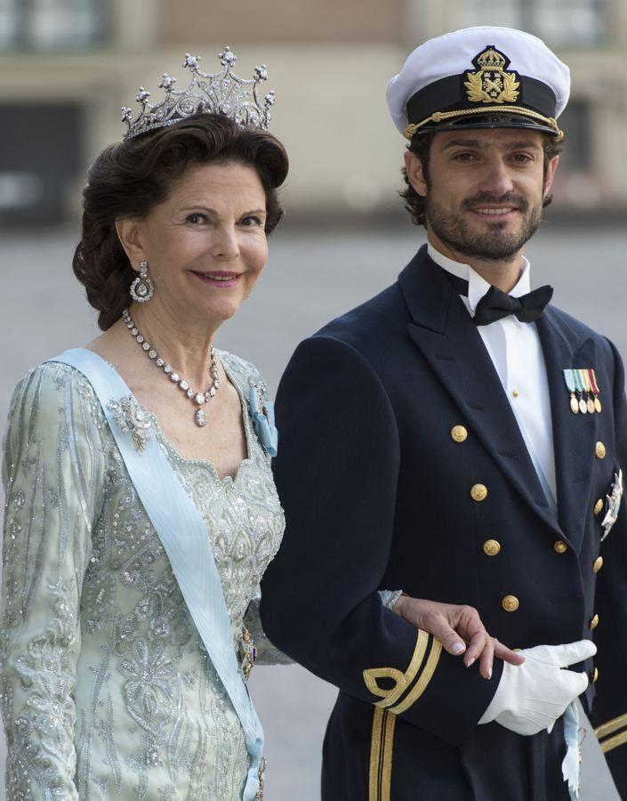 Sweden's Princess Madeleine weds - Page 2 Weddin10