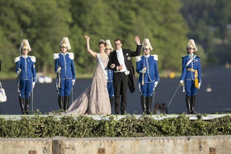 Sweden's Princess Madeleine weds - Page 2 Weddin12