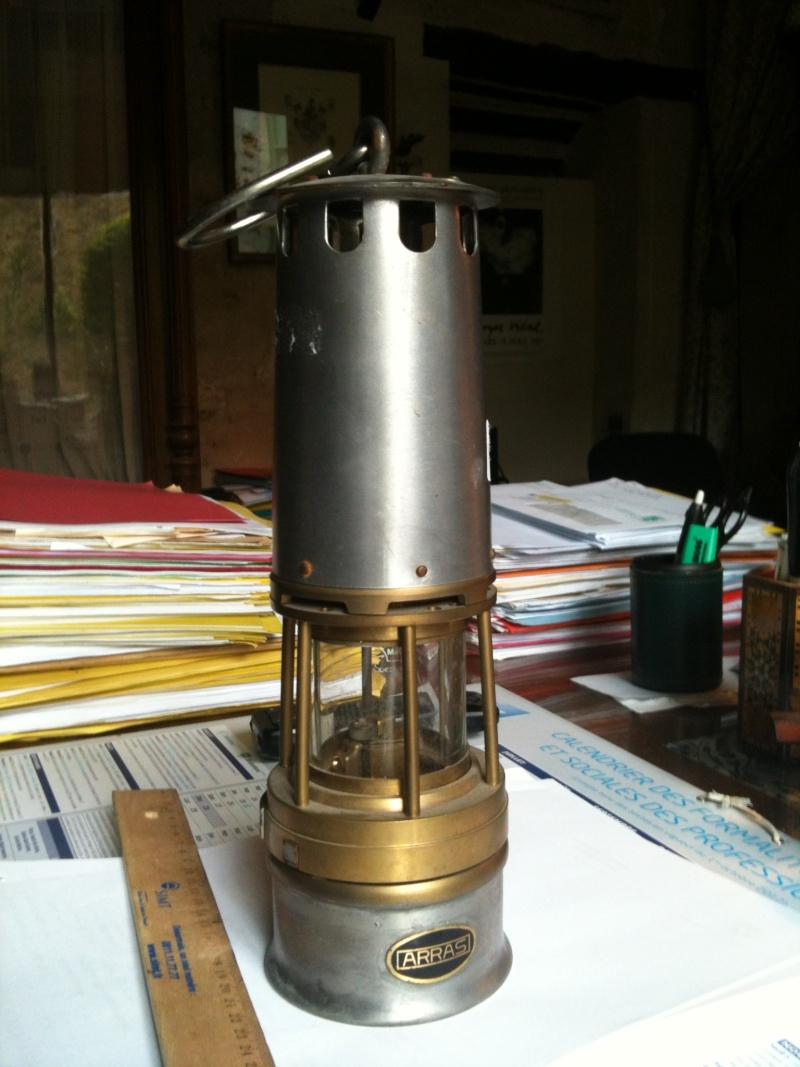 lampes de mineurs,  divers objets de mine, outils de mineur et documents  Photo10