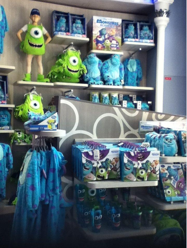 Disney Store Champs- Elysées - Page 2 Monstr10