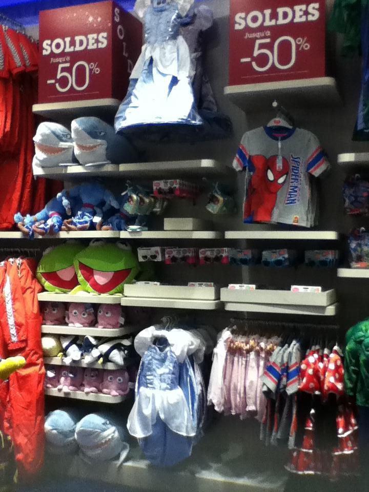 Disney Store Champs- Elysées - Page 2 Soldes10