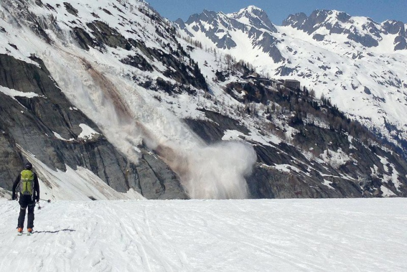 Vos photos et vidéos d'avalanches dans le massif 64455810