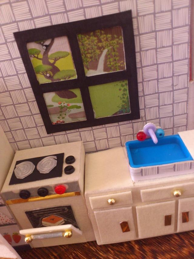 Mini maison tout récup pour mini poupées (12 cm) Dsc_0033