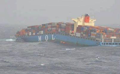 غرق سفينة تحمل اسلحة متوجهة للارهابيين في سوريا  10172510