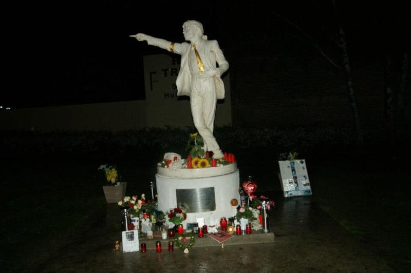 William Wagener - Page 2 Statue19