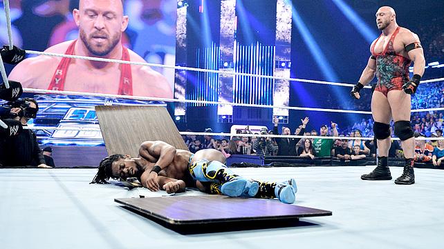 [Compétition] Un lutteur WWE blessé ? 20130518