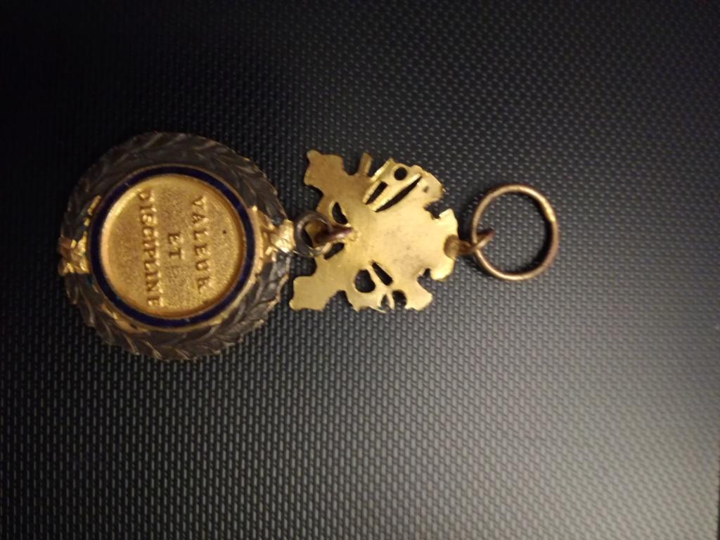 Médailles et insignes  Img_2355