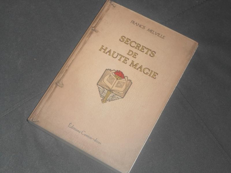 Livres et Athamé Dscn0315