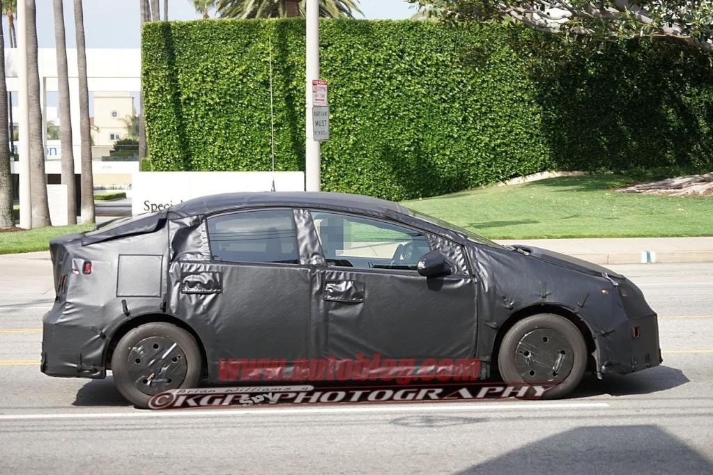 2016 - [Toyota] Prius IV 011-2010