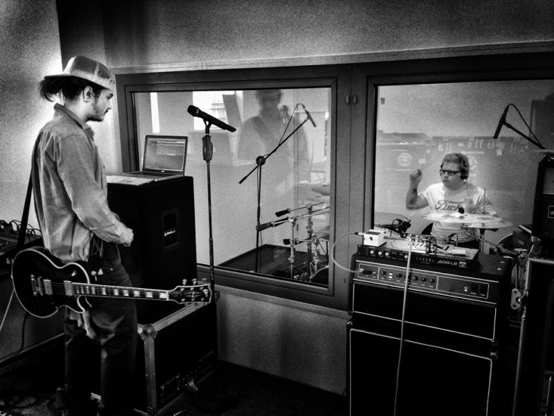 Tokio Hotel - Page Facebook et twitter - Page 2 Studio10