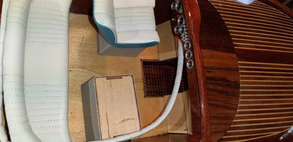 Mon Riva aquarama echelle 1/10 de chez Amati - Page 2 20200483