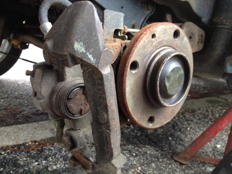Tuto: Changer ses plaquettes de freins/disques arrière (1,9) 92288710