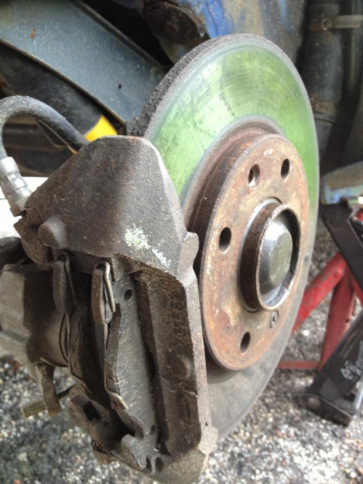 Tuto: Changer ses plaquettes de freins/disques arrière (1,9) 97236710