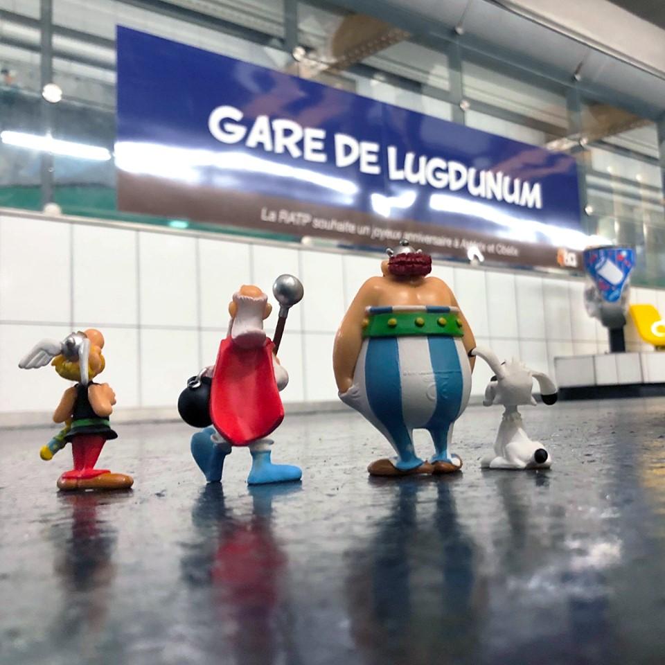 Hommage de la RATP pour les 60ans d'Asterix et d'Obelix Asteri21