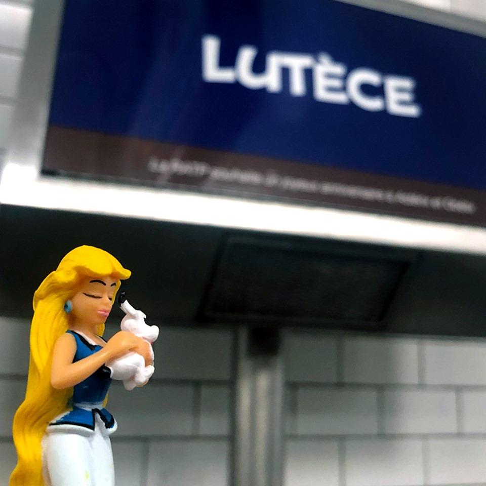 Hommage de la RATP pour les 60ans d'Asterix et d'Obelix Asteri34