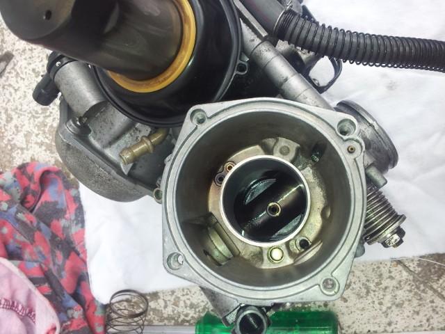 Deauville 650 : remise en état des carburateurs (retours de flammes !) 20130437
