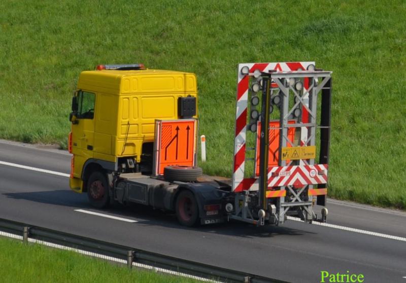 Camion pour signalisation sur autoroute 441a_c10