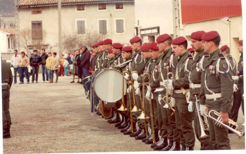 [b]Musique du 1° Régiment de Hussards parachutistes avec le Major KEIGER[/b] 1a_r_h10