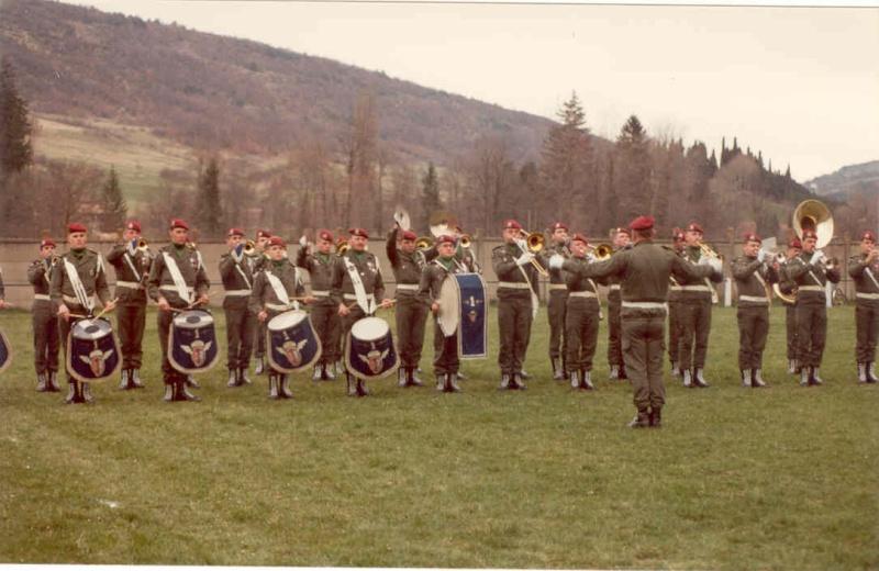[b]Musique du 1° Régiment de Hussards parachutistes avec le Major KEIGER[/b] 1a_r_h12