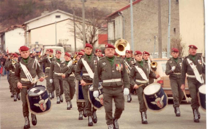 [b]Musique du 1° Régiment de Hussards parachutistes avec le Major KEIGER[/b] 1a_r_h14