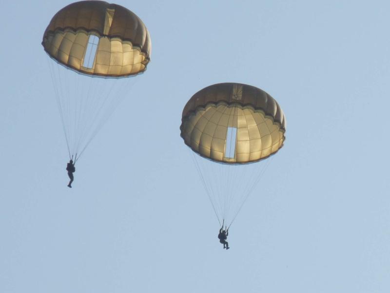 embarquement et saut de CASA à Pamiers du 1°R.C.P. P1010315