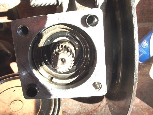 Final drive thrust bush and nut K100rs11