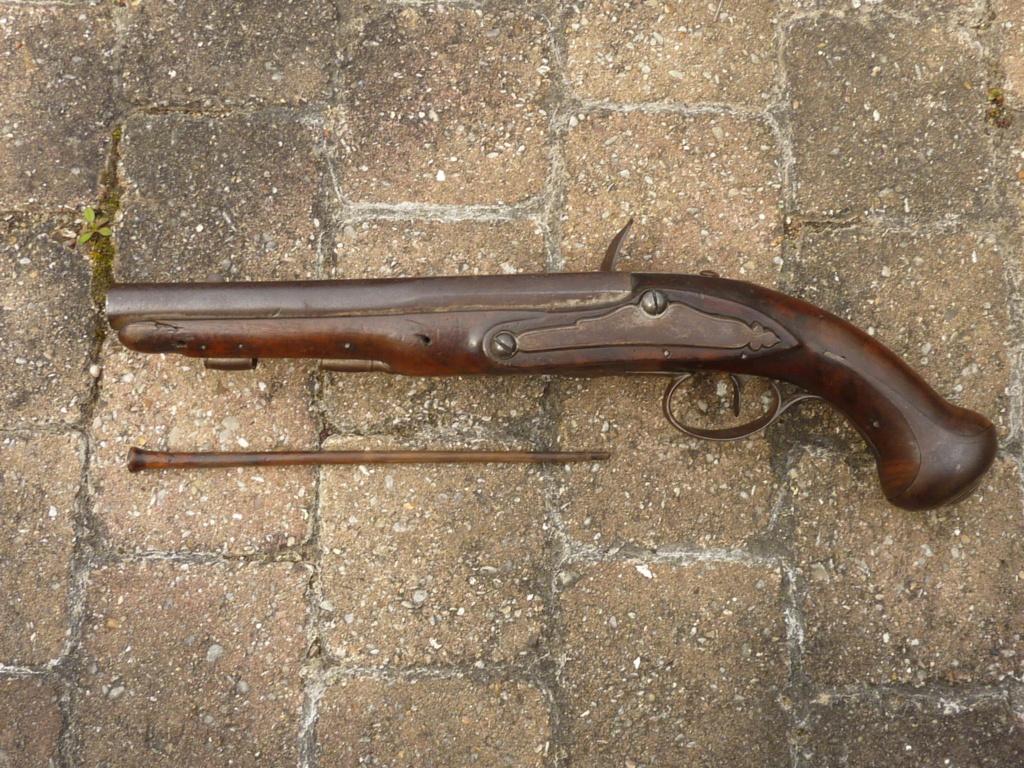 Un pistolet à silex  P1200615