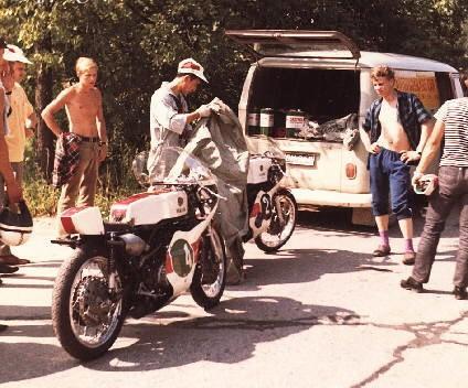 [Oldies] Les transporteurs de motos des paddocks - Page 19 4cyam610