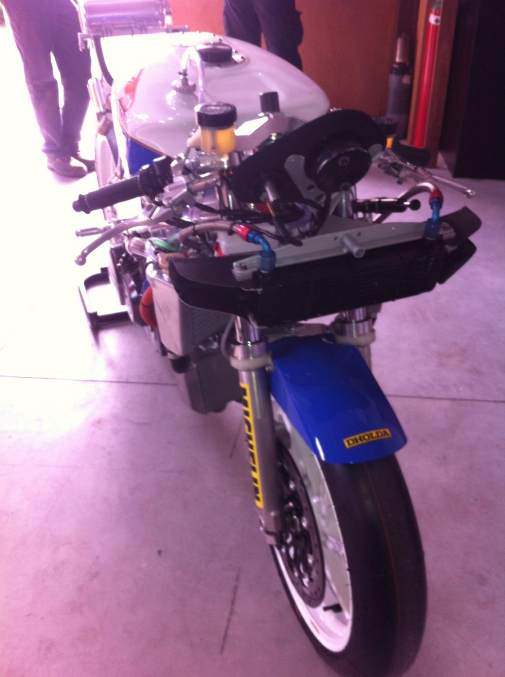 [Oldies] Honda VFR750r RC30 et autres V4 - Page 2 Honda_11