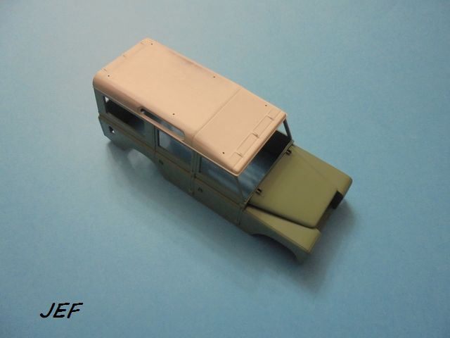 LAND ROVER SERIE 3  LWB  1/24  REVELL Réf 07047 - Page 3 Lr_04910