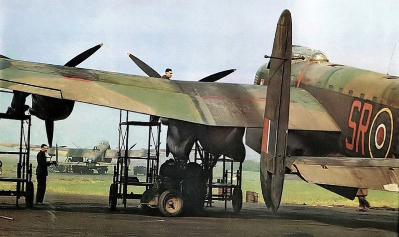 LANCASTER REVELL 1/72 - Page 2 Fc1c6f10