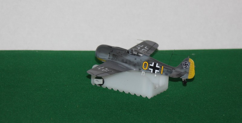 FW 190 A/F HELLER 1/72 - Page 2 Img_0415