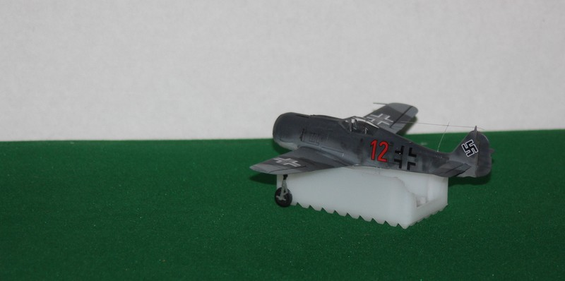 FW 190 A/F HELLER 1/72 - Page 2 Img_0418
