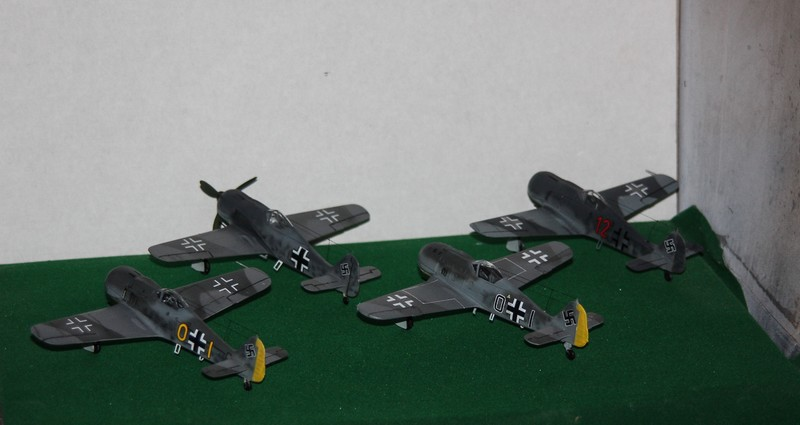 FW 190 A/F HELLER 1/72 - Page 2 Img_0420