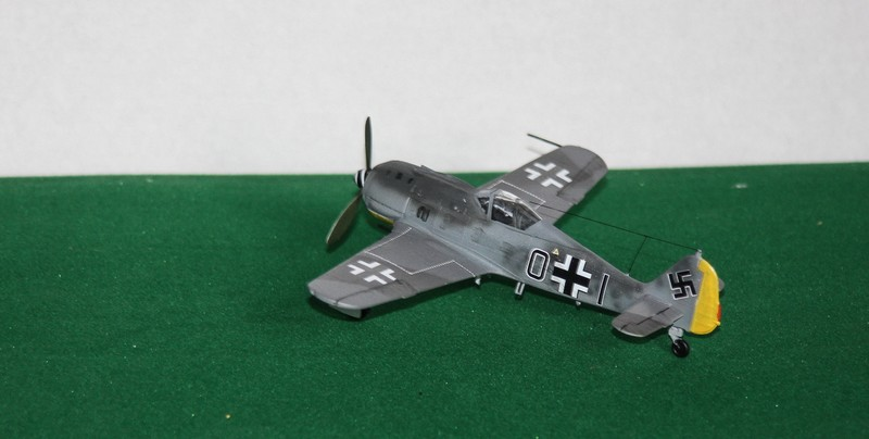 FW 190 A/F HELLER 1/72 - Page 2 Img_0422