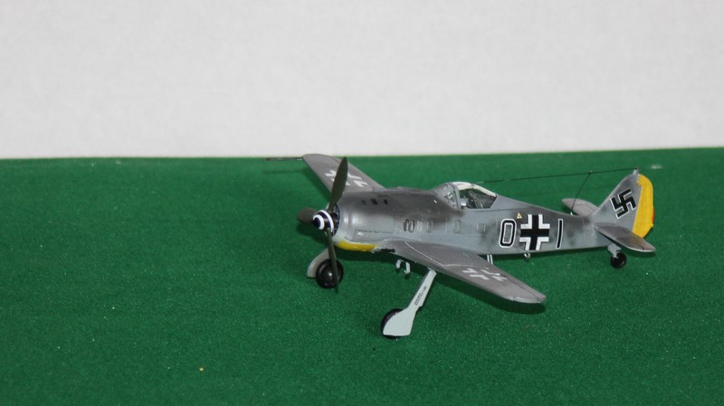 FW 190 A/F HELLER 1/72 - Page 2 Img_0423