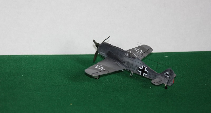 FW 190 A/F HELLER 1/72 - Page 2 Img_0424