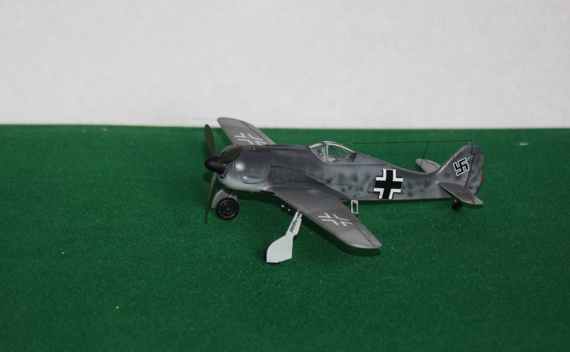 FW 190 A/F HELLER 1/72 - Page 2 Img_0425