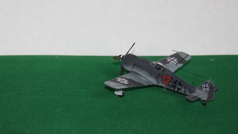 FW 190 A/F HELLER 1/72 - Page 2 Img_0429
