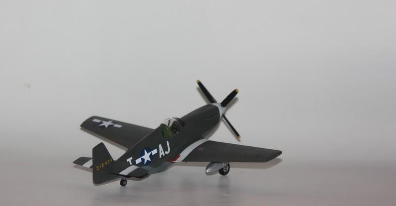 P 51 B/C 1/72 HOBBY 2000 et ACADEMY  Img_0930