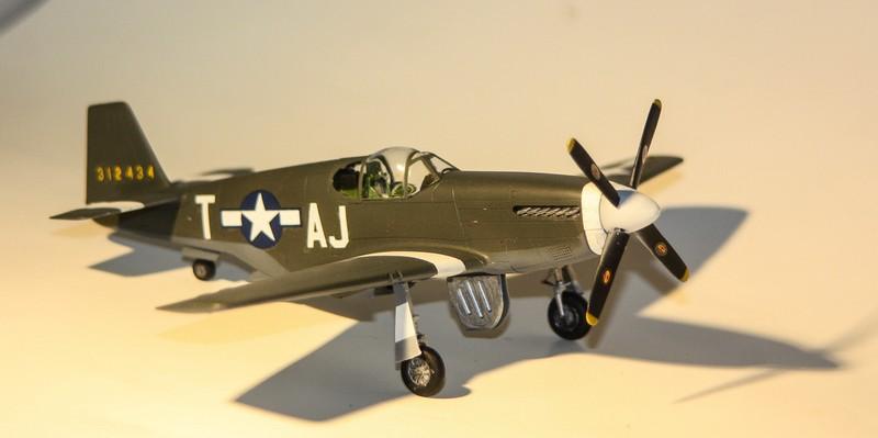 P 51 B/C 1/72 HOBBY 2000 et ACADEMY  Img_0943