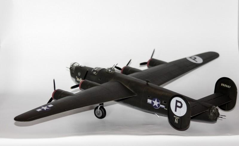 P 51 B/C 1/72 HOBBY 2000 et ACADEMY  Img_0950
