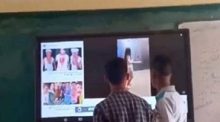التعليم تقرر وقف مدرس شهرين عن العمل بسبب فيديو على السبورة الذكية 08774110